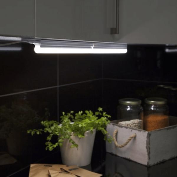 Illumination LED, S14d /300, A++ - A ca.3000 K, 80 Ra, 675 Lm, ca. 57 x 3,6 cm, 230 V / 8 W 1