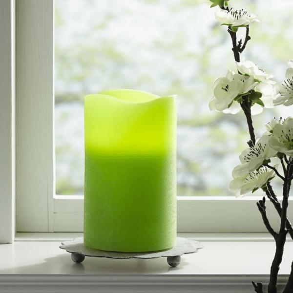 """LED Kerze """"May"""" - Echtwachs - flackernde LED - Timer - H: 12,5cm, D: 7,5cm - hellgrün"""