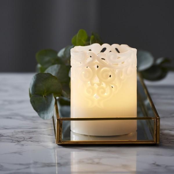LED Stumpenkerze Clary - Echtwachs - Spitzenmuster - warmweiße Flamme - H: 10cm - Timer - weiß