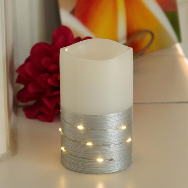 LED Kerze - Echtwachs - mit Drahtlichterkette umwickelt - flackernd - H: 12,5cm - weiß/silber