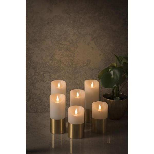 LED Kerze mit messingfarbener Banderole - Echtwachs - 3D Flamme - Timer - H: 20,5cm, D: 7,5cm - weiß