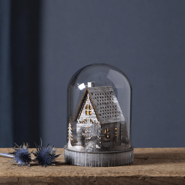 "LED Holzdeko im Glas ""Knusperhaus"" - 1 warmweiße LED - Timer - Batteriebetrieb - H: 17,5cm - braun"