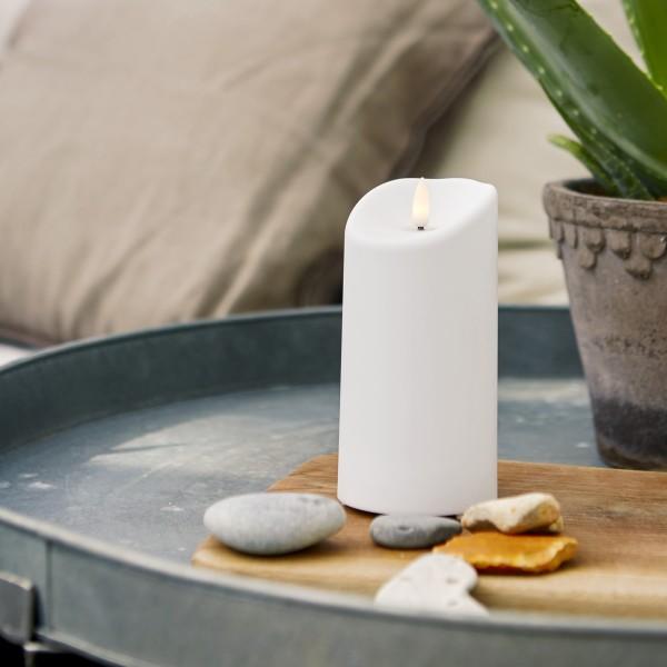 "LED Stumpenkerze ""Flamme"" - Kunststoff - warmweiße 3D Flamme - H: 15cm - Timer - outdoor - weiß"