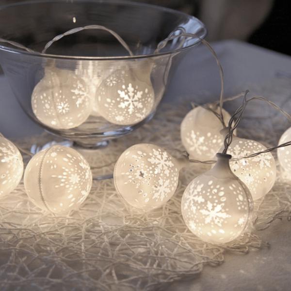 LED-Lichterkette Schneeball - 10 warmweiße LED - Batteriebetrieb - Timer - 1,35m - weiß