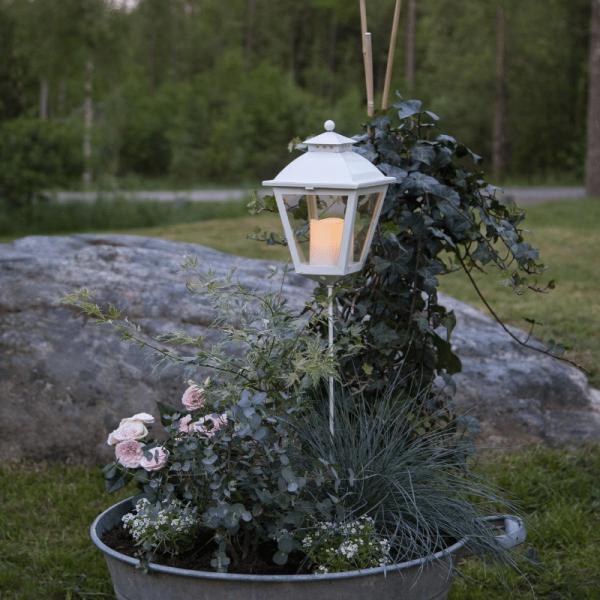"LED Grablaterne/Grablicht ""Serene"" mit Stab - warmweiße LED - H: 85cm, D: 15,5cm - Timer - weiß"