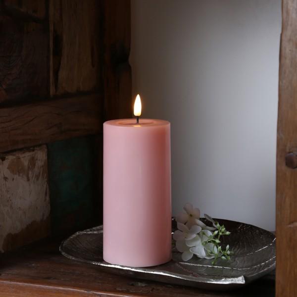 LED Stumpenkerze MIA - Echtwachs - realistische 3D Flamme - H: 15cm - Batteriebetrieb - rosa