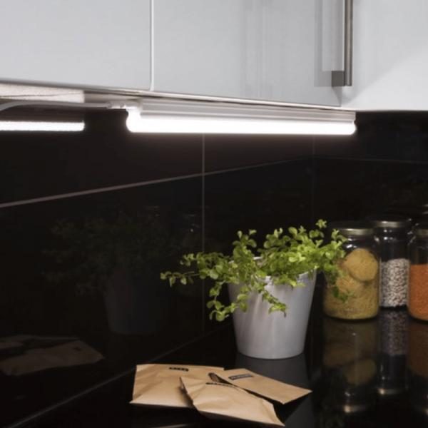 Illumination LED, S14d /300, A++ - A ca.4000 K, 80 Ra, 720 Lm, ca. 57 x 3,6 cm, 230 V / 8 W 1