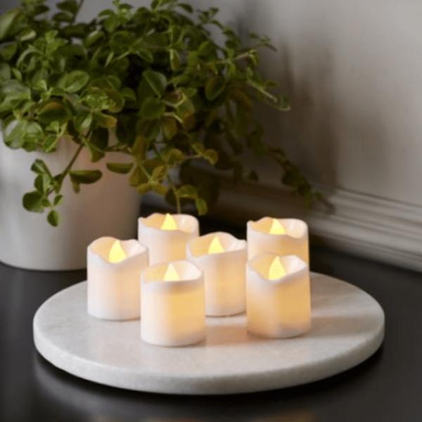 Kerzenset PACKY - 6 Stück LED Stumpenkerzen weiß - D:3,7cm - H: 4cm - Schalter