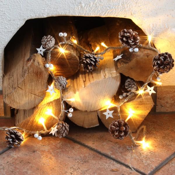 LED Lichterkette mit Kiefernzapfen und Holzsternen am Seil - 20 warmweiße LED - L: 0,9m - braun/wei
