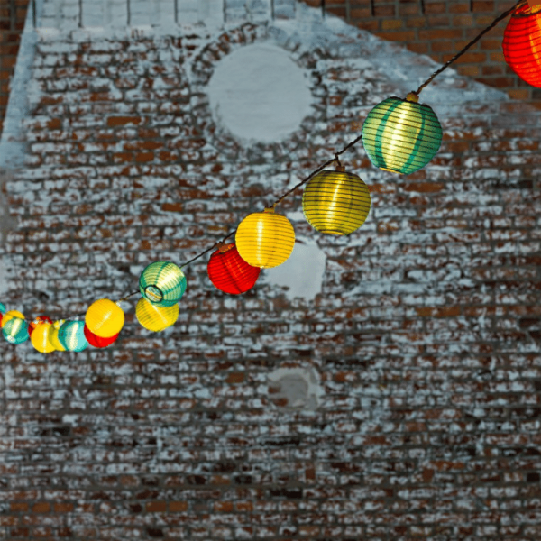 LED-Party-Lichterkette - Lampion Line Outdoor - 4,75m - 20x Bunt - Weißes Kabel