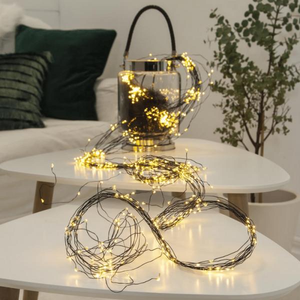 """LED Lichtbündel """"Dew Drop"""" - 720 warmweiße LED auf 36 schwarzen Drähten - 2000K - 3m - inkl. Trafo"""