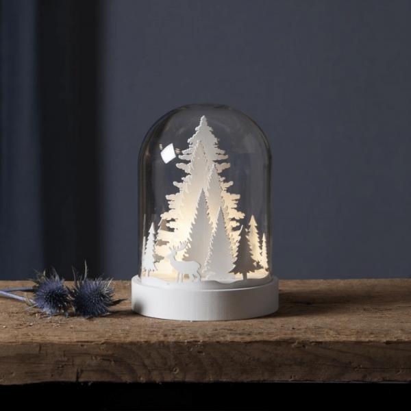 "LED Holzdeko im Glas ""Winterwald"" - 1 warmweiße LED - Timer - Batteriebetrieb - H: 17,5cm - weiß"