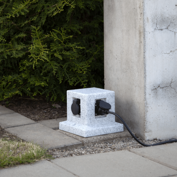 """Gartensteckdose """"Plugge"""" - Granitoptik - für 4 Stecker - 2 m Zuleitung"""