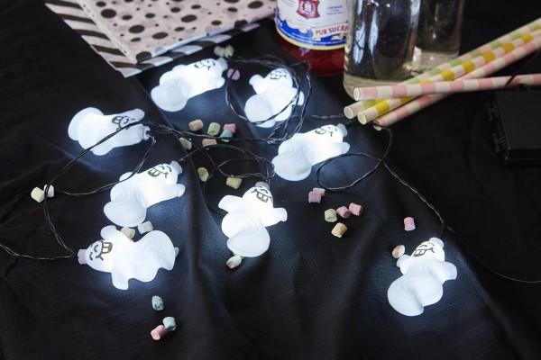 """LED-Halloween-Lichterkette """"Spooky"""" - 8 kleine, weiße Geister - 2,1m - Batterie - Timer"""