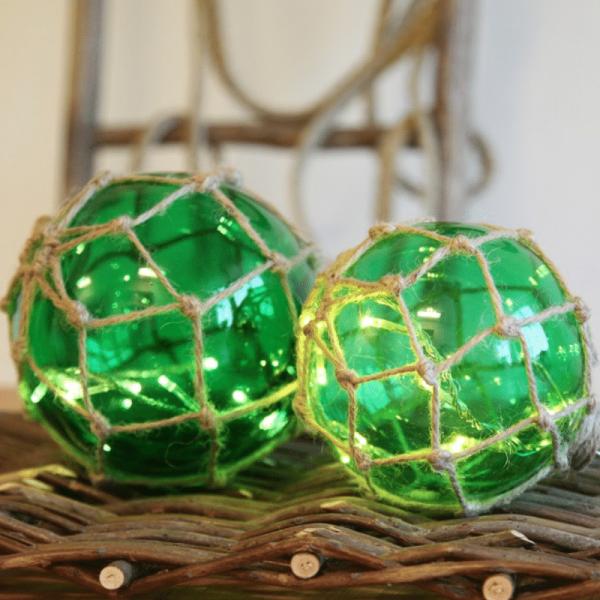 "LED Glaskugel ""Noah"" im Garnnetz - 8 warmweiße LED - hängend - D: 14cm - grün"
