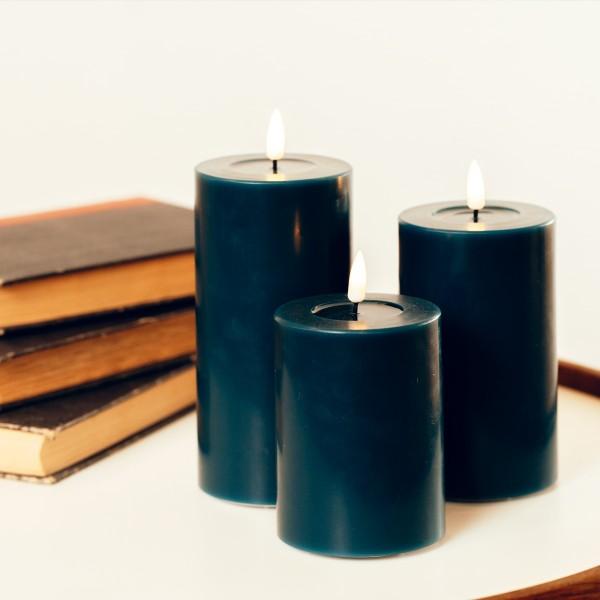 LED Stumpenkerze MIA - Echtwachs - realistische 3D Flamme - H: 20cm - Batteriebetrieb - petrol