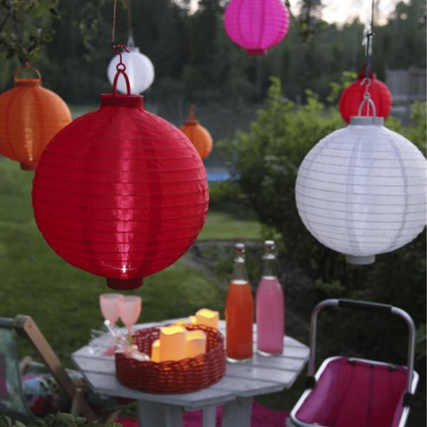 "LED Solar Lampion ""Festival"" - kaltweiße LED - D: 30cm - Lichtsensor - mit Montagehaken - weiß"