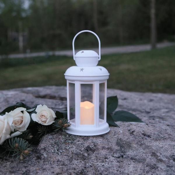 LED Laterne/Grablicht inkl. Kerze - gelbe LED - Erdspieß - Timer - H: 18cm, D: 10cm - weiß