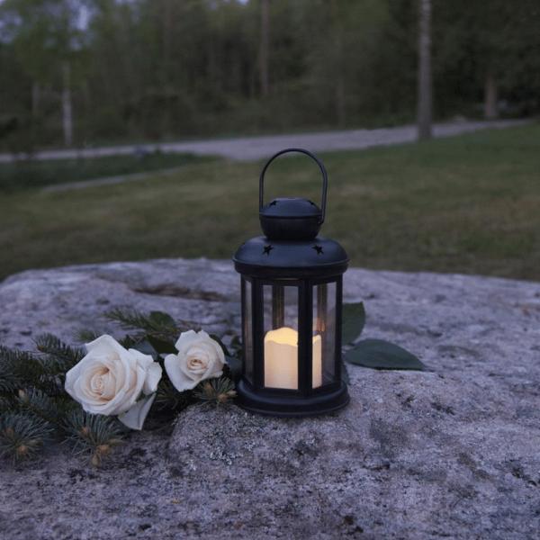 LED Laterne/Grablicht inkl. Kerze - gelbe LED - Erdspieß - Timer - H: 18cm, D: 10cm - schwarz