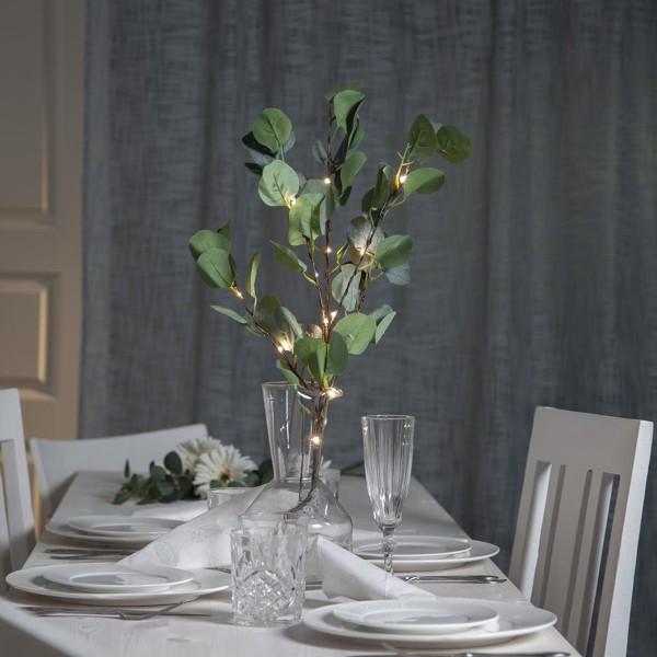 "LED Leuchtzweig ""Eukalyptus"" - 15 warmweiße LED - H: 90cm - Batteriebetrieb - Timer - grüne Blätter"