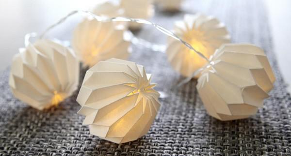 LED-Origami Lichterkette - 10 weiße Papierblumen - 2,25m - warmweiße LEDs - Batterie - Timer