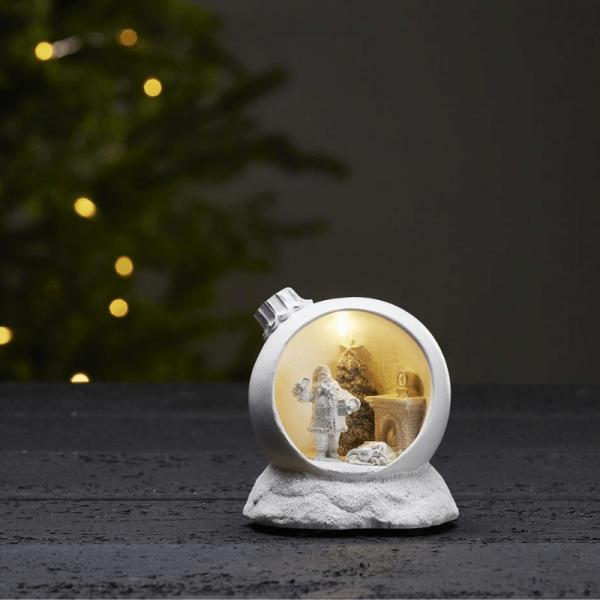 """LED-Weihnachtszene """"Merryville"""" - Santa in Baumkugel - 1 warmweiße LED - H: 11,5cm - Timer - weiß"""