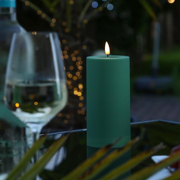 LED Stumpenkerze MIA - Kunststoff - realistische 3D Flamme - H: 15cm - outdoor - grün