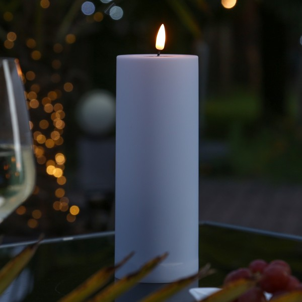 LED Stumpenkerze MIA - Kunststoff - realistische 3D Flamme - H: 20cm - outdoor - pastell lila