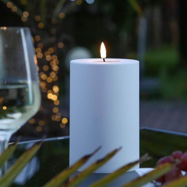 LED Stumpenkerze MIA - Kunststoff - realistische 3D Flamme - H: 15cm, D: 10cm - outdoor - weiß