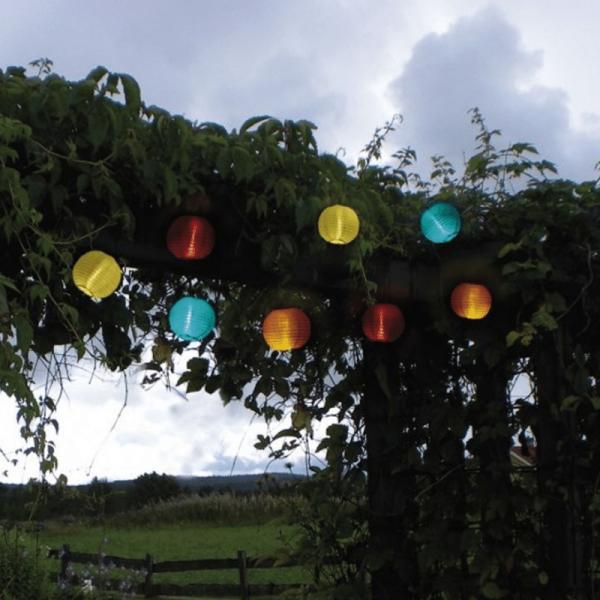 "LED Lichterkette ""Festival"" - kaltweiß - 10 bunte Lampions - Solar - L: 2,70m"