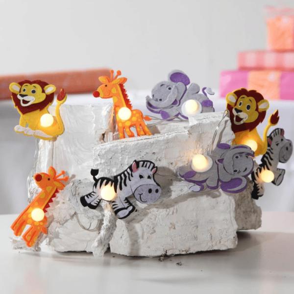 """LED Kinderlichterkette """"Safari"""" - 8 bunte Tierchen mit warmweißen LED - 1,4m - Batterie - Timer"""