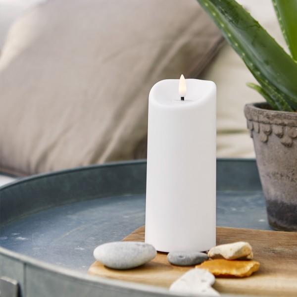 "LED Stumpenkerze ""Flamme"" - Kunststoff - warmweiße 3D Flamme - H: 18cm - Timer - outdoor - weiß"