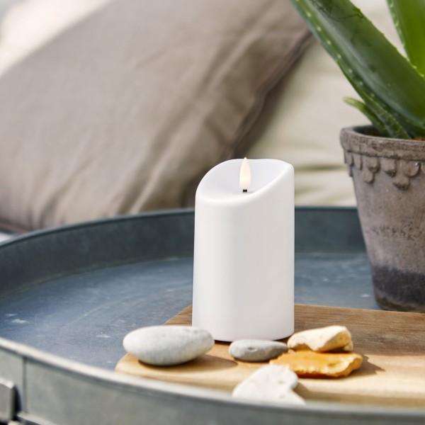 "LED Stumpenkerze ""Flamme"" - Kunststoff - warmweiße 3D Flamme - H: 13cm - Timer - outdoor - weiß"