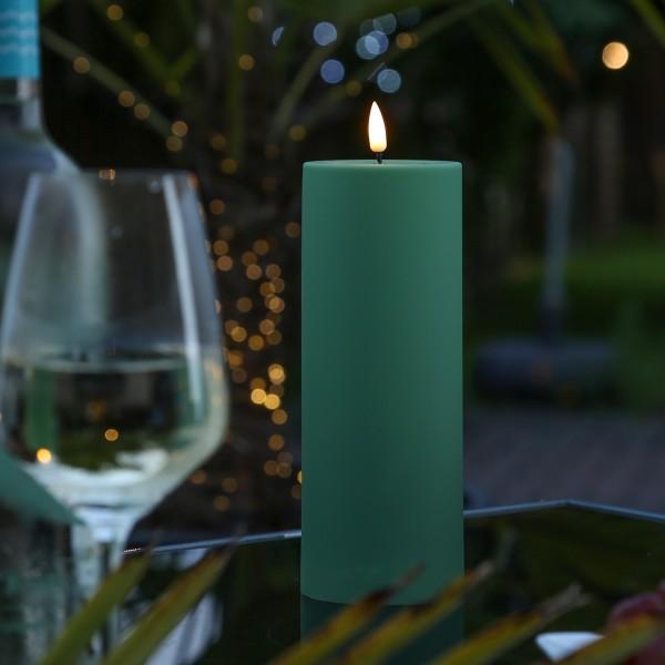 LED Stumpenkerze MIA - Kunststoff - realistische 3D Flamme - H: 20cm - outdoor - grün