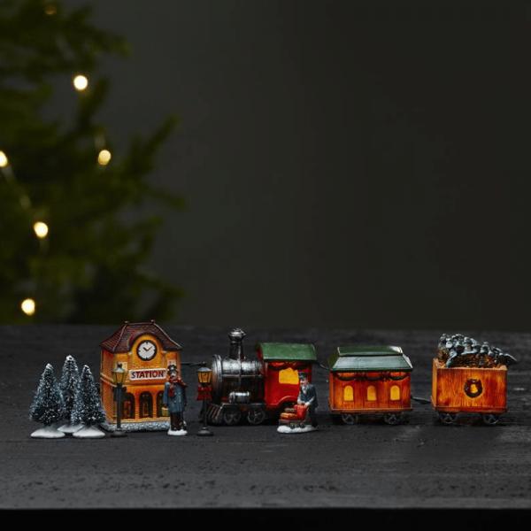 """11er Set LED-Winterszene """"Kidsville"""" - 1 Zug, 2 Waggons, 1 Bahnhof, 2 Figuren, 2 Laternen, 3 Bäume"""