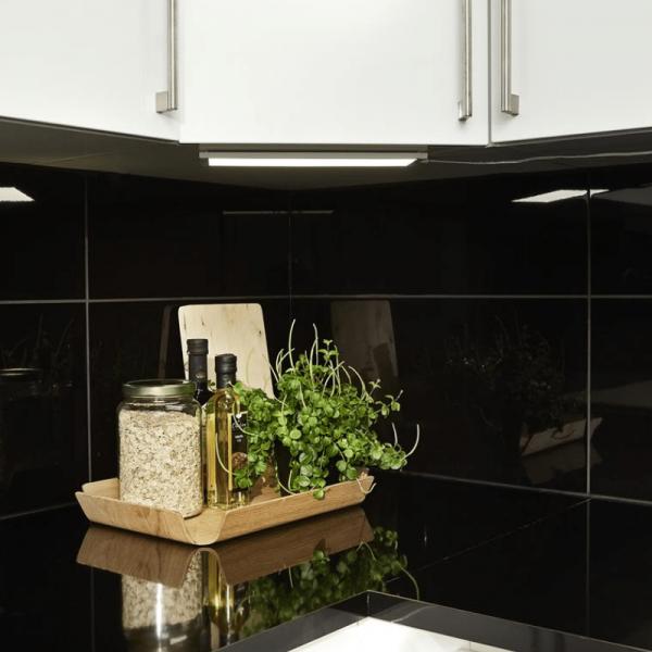 "LED Flat Panel ""Integra"" - 3000 K - 51 warmweiße LED - 270lm - 110° - Bewegungssensor"