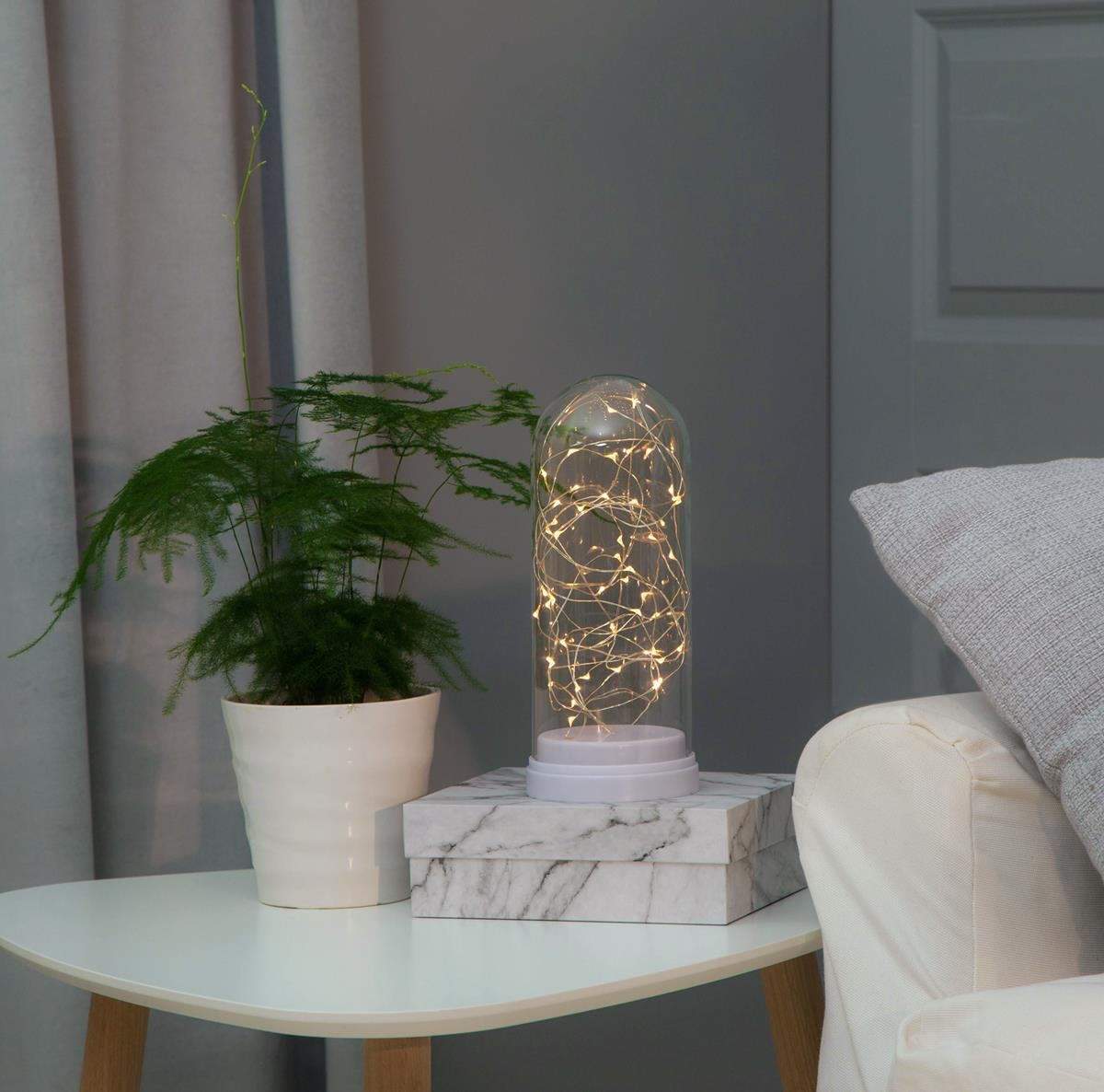 LED Lichterkette in Glaskuppel - 50 warmweisse LED - H: 25cm- D: 11cm - Batterie - Timer - weiss