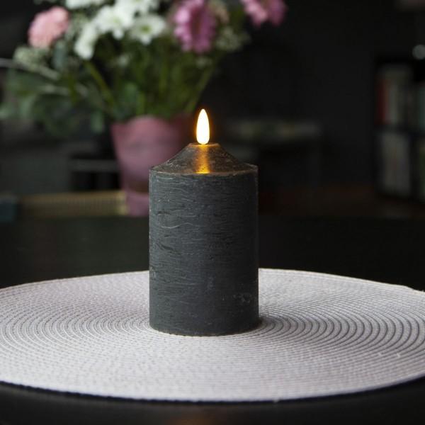"LED Stumpenkerze ""Flamme"" - Echtwachs - warmweiße LED - H: 15cm, D: 7,5cm - Timer - schwarz"