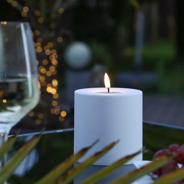 LED Stumpenkerze MIA - Kunststoff - realistische 3D Flamme - H: 10cm, D: 10cm - outdoor - weiß